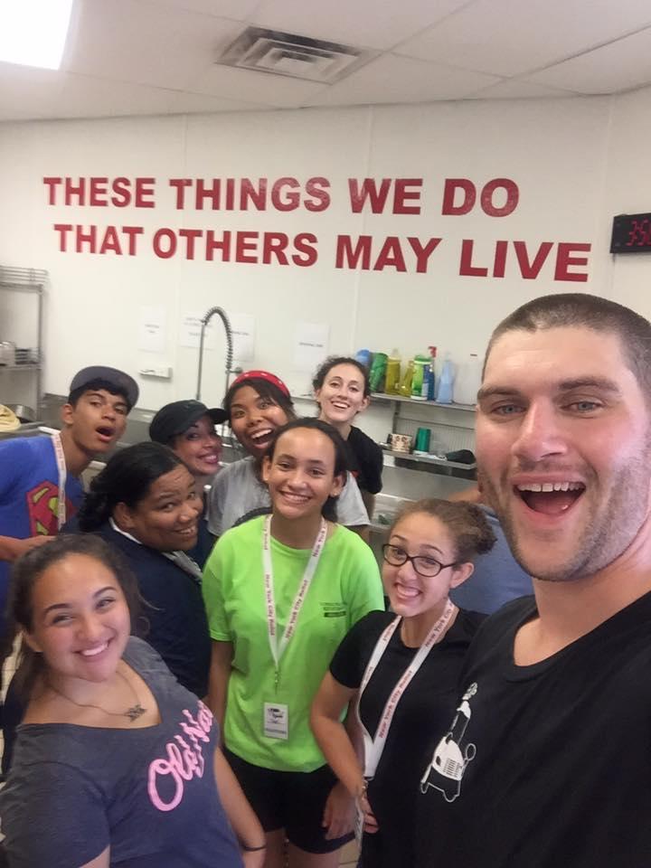 brett-and-volunteers
